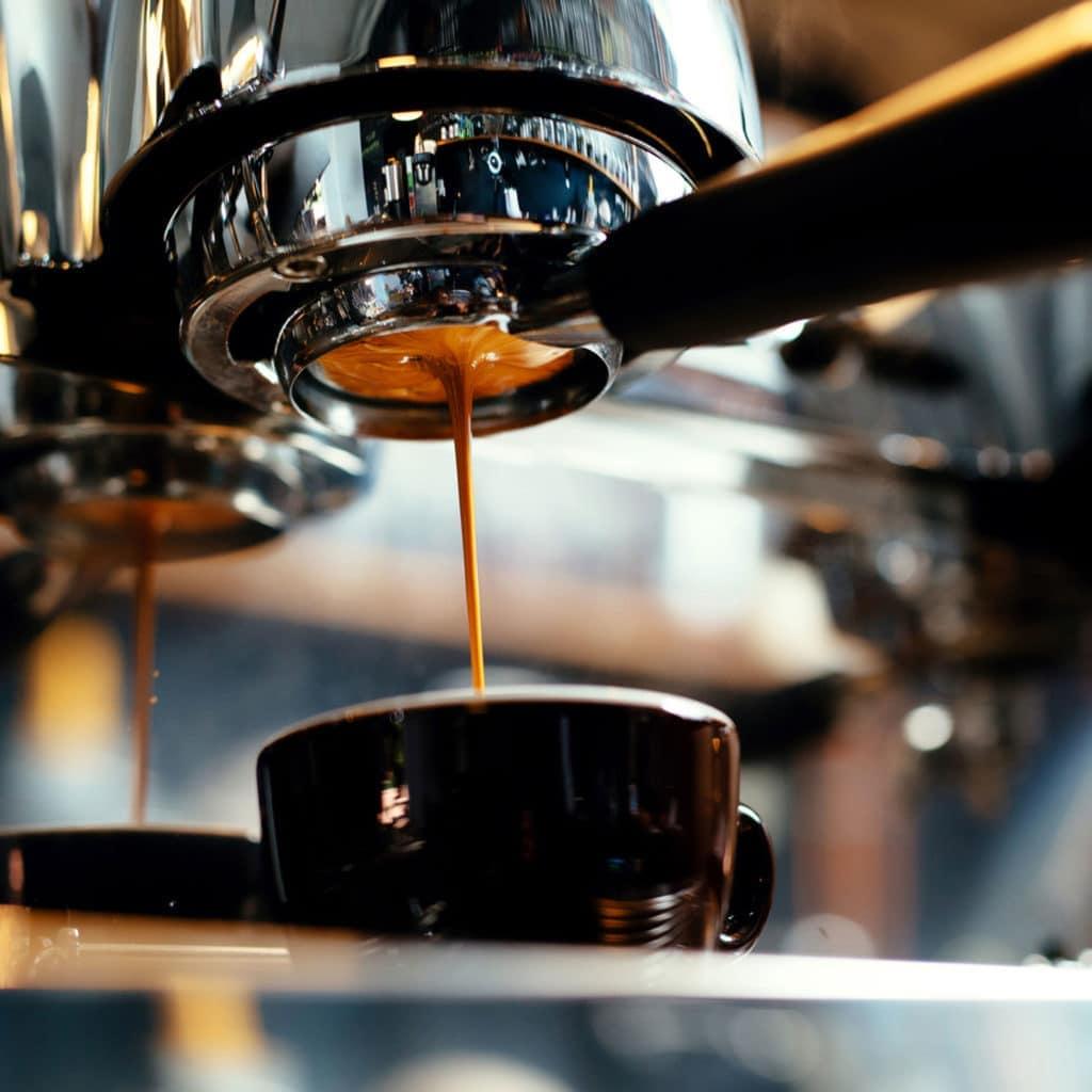 Zubereitung von Espresso in Siebträgermaschine